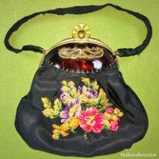 Antigüedades: BOLSO DE DAMA. SÍMIL CAREY. TELA CON BORDADOS PETIT POINT. ESPAÑA. CIRCA 1920. Lote 118916791