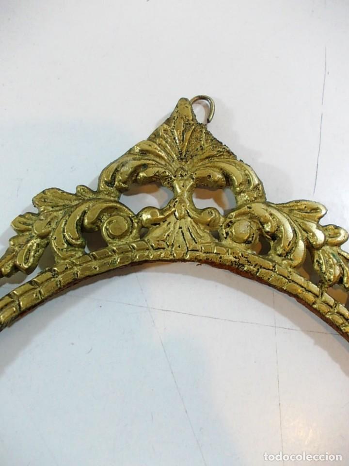 Antigüedades: Antiguo marco ovalado estilo camafeo en bronce - Foto 3 - 118930799