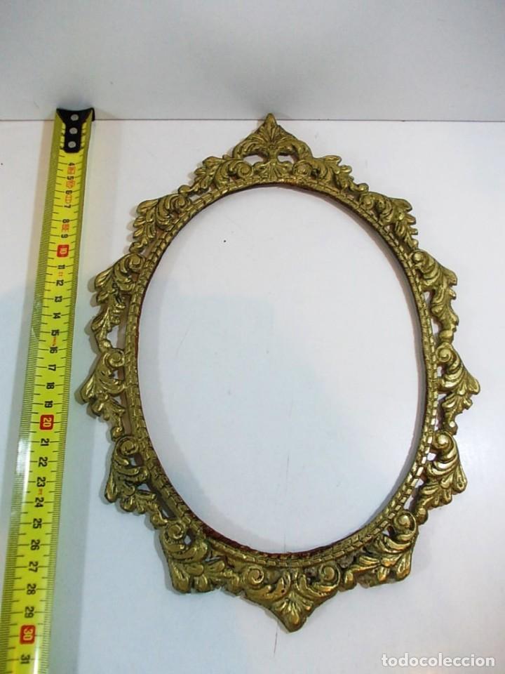 Antigüedades: Antiguo marco ovalado estilo camafeo en bronce - Foto 5 - 118930799