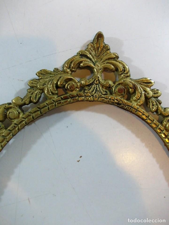 Antigüedades: Antiguo marco ovalado tipo camafeo en bronce - Foto 2 - 118930911