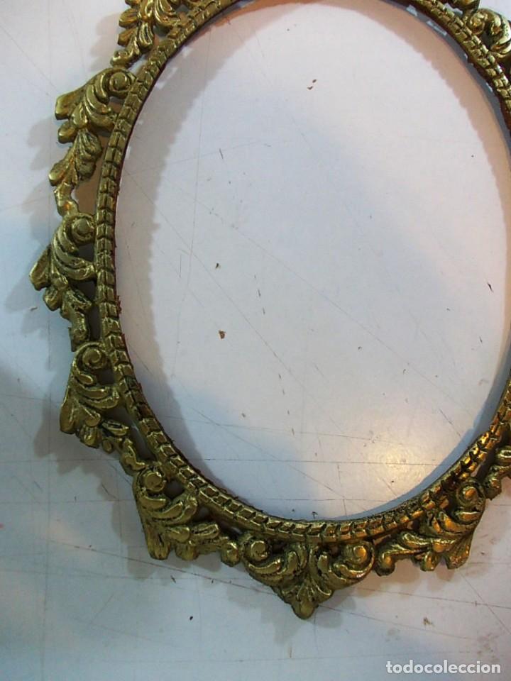 Antigüedades: Antiguo marco ovalado tipo camafeo en bronce - Foto 3 - 118930911