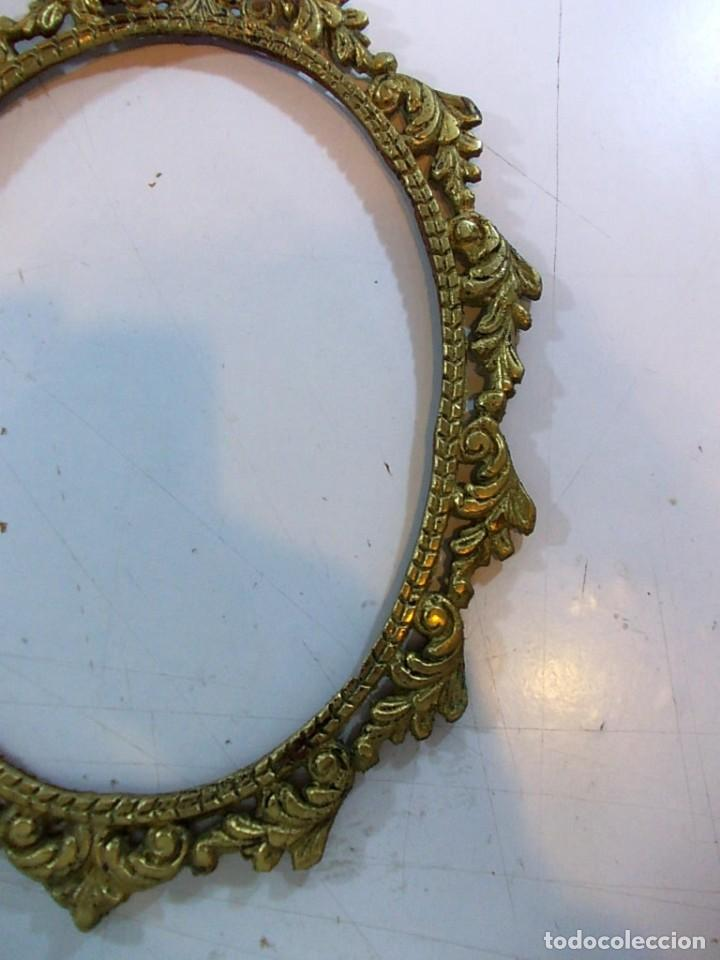 Antigüedades: Antiguo marco ovalado tipo camafeo en bronce - Foto 4 - 118930911