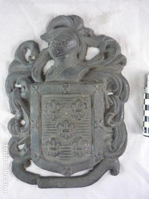 ESCUDO HERALDICO BRONCE - 22X16CM - 2KG (Antigüedades - Hogar y Decoración - Otros)
