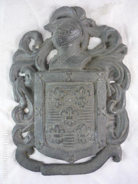 Antigüedades: Escudo Heraldico Bronce - 22x16cm - 2Kg - Foto 2 - 118932211