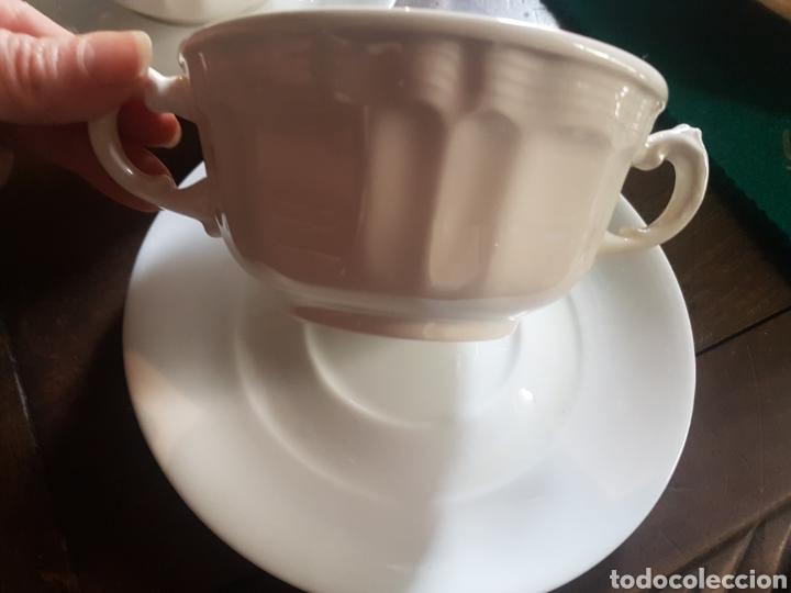 Antigüedades: Pareja de tazas de consomé San Claudio porcelana - Foto 2 - 118934111