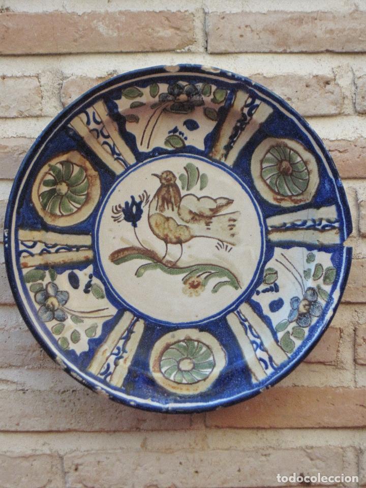 PLATO ANTIGUO EN CERAMICA PINTADA Y VIDRIADA DE MANISES / VALENCIA. (Antigüedades - Porcelanas y Cerámicas - Talavera)