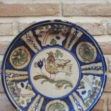 Antigüedades: PLATO ANTIGUO EN CERAMICA PINTADA Y VIDRIADA DE MANISES / VALENCIA.. Lote 118937487