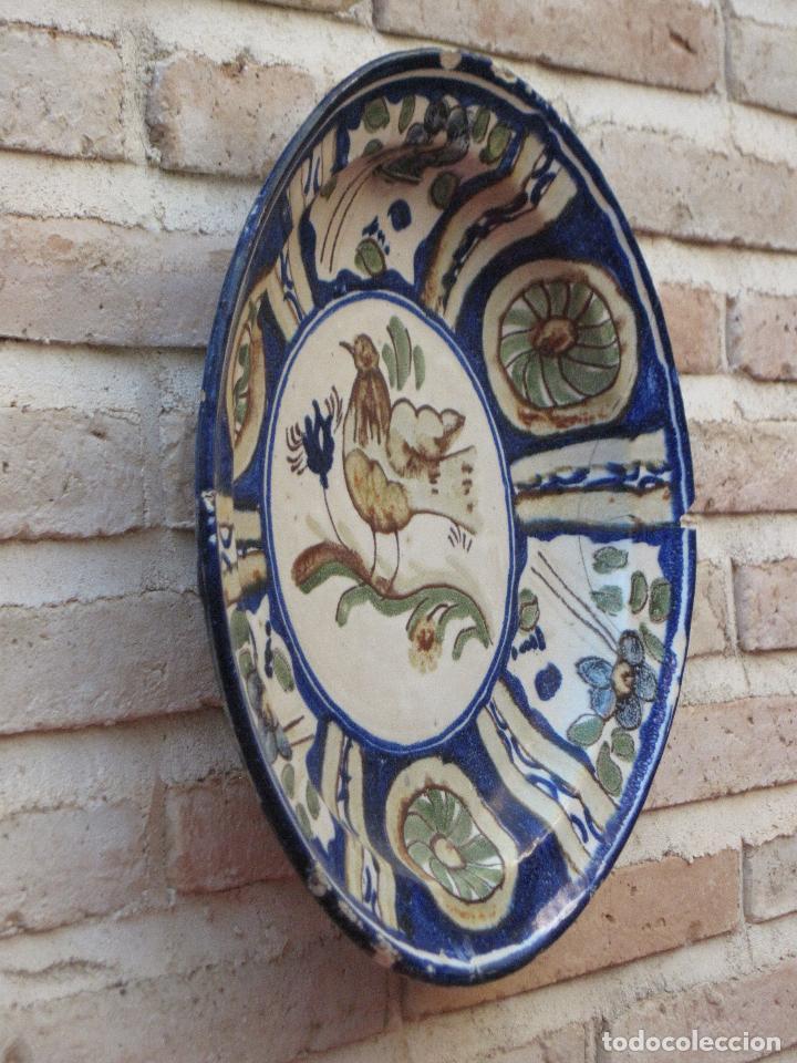 Antigüedades: PLATO ANTIGUO EN CERAMICA PINTADA Y VIDRIADA DE MANISES / VALENCIA. - Foto 3 - 118937487