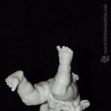 Antigüedades: ANGELITO TROMPI EN AUTÉNTICA PORCELANA ALGORA DOCUMENTADA. PERFECTO ESTADO. Lote 54807208