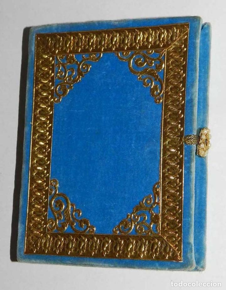 Antigüedades: Antiguo Relicario en forma de libro con reliquias de Ntra. Sra. S. Felipa, S. Jacobo, Sto. Pesebre, - Foto 4 - 118977251