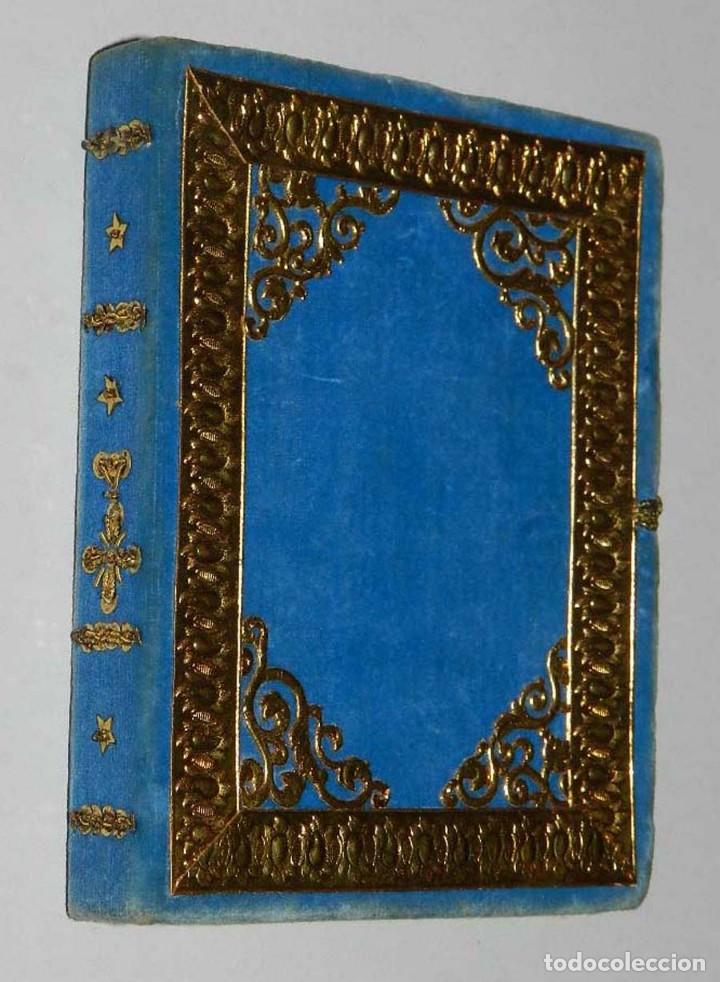 Antigüedades: Antiguo Relicario en forma de libro con reliquias de Ntra. Sra. S. Felipa, S. Jacobo, Sto. Pesebre, - Foto 5 - 118977251