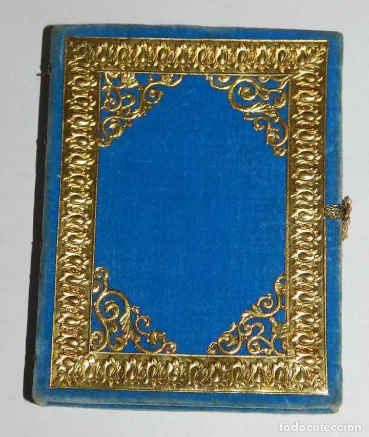 Antigüedades: Antiguo Relicario en forma de libro con reliquias de Ntra. Sra. S. Felipa, S. Jacobo, Sto. Pesebre, - Foto 6 - 118977251