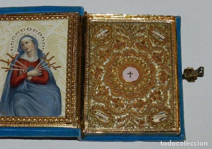 Antigüedades: Antiguo Relicario en forma de libro con reliquias de Ntra. Sra. S. Felipa, S. Jacobo, Sto. Pesebre, - Foto 8 - 118977251