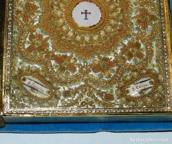 Antigüedades: Antiguo Relicario en forma de libro con reliquias de Ntra. Sra. S. Felipa, S. Jacobo, Sto. Pesebre, - Foto 9 - 118977251