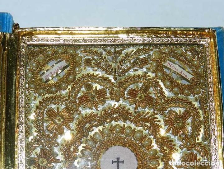 Antigüedades: Antiguo Relicario en forma de libro con reliquias de Ntra. Sra. S. Felipa, S. Jacobo, Sto. Pesebre, - Foto 10 - 118977251