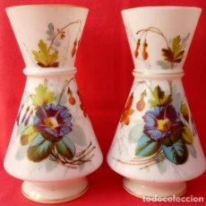Antigüedades: PAREJA JARRONES DE OPALINA S. XIX. PERFECTAMENTE POLICROMADOS. 31,5 CMS DE ALTURA.. Lote 118999535