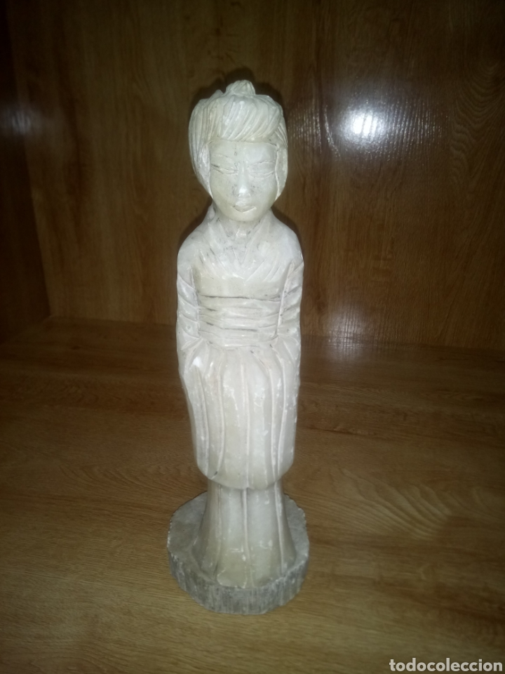 FIGURA MUJER CHINA O JAPONESA DE MÁRMOL TALLADA A MANO (Antigüedades - Hogar y Decoración - Figuras Antiguas)