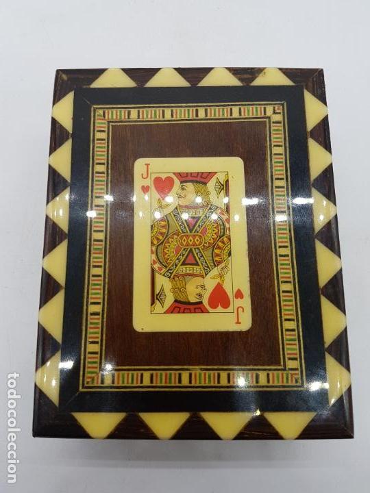 Antigüedades: Exclusiva caja antigua taracea con marquetería, interior de terciopelo y motivos de baraja española. - Foto 3 - 119038567