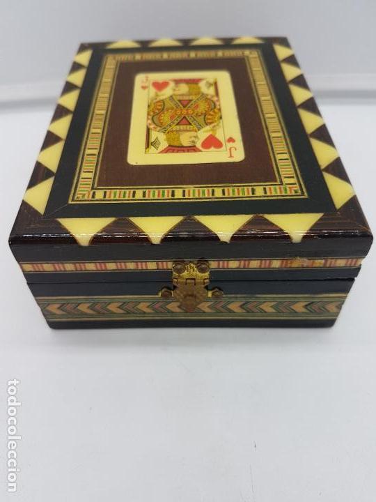 Antigüedades: Exclusiva caja antigua taracea con marquetería, interior de terciopelo y motivos de baraja española. - Foto 8 - 119038567