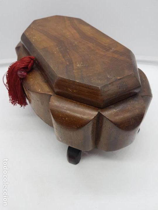 Antigüedades: Magnífica y exclusiva caja de madera estilo Louis XI sobre patitas con interior acolchado. - Foto 6 - 119038875
