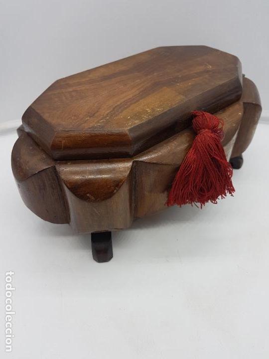 Antigüedades: Magnífica y exclusiva caja de madera estilo Louis XI sobre patitas con interior acolchado. - Foto 7 - 119038875