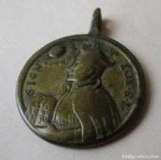 Antigüedades: ANTIQUÍSIMA MEDALLA DE BRONCE, SAN IGNACIO DE LOYOLA Y VIRGEN DEL PILAR. ROMA UNOS 3 CM DIÁMETRO. Lote 119041075