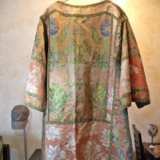 Antigüedades: ANTIGUA Y PRECIOSA DALMATICA SIGLO XVIII EN SEDA BORDADA. Lote 119043823