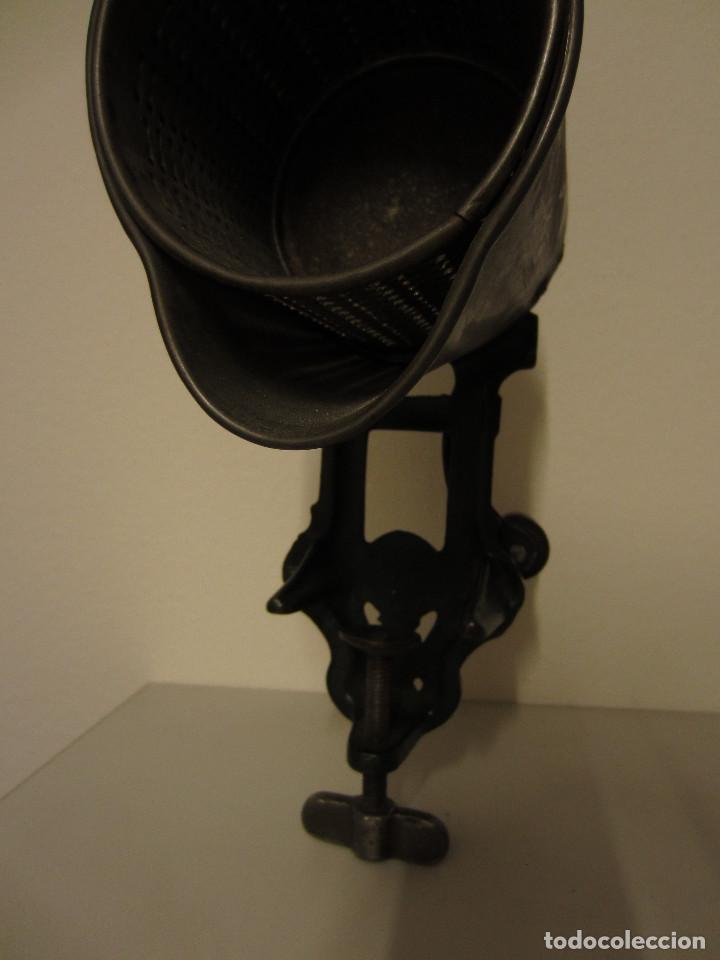 Antigüedades: RALLADOR DE PAN MARCA ELMA, AÑOS 40 - Foto 5 - 119046995