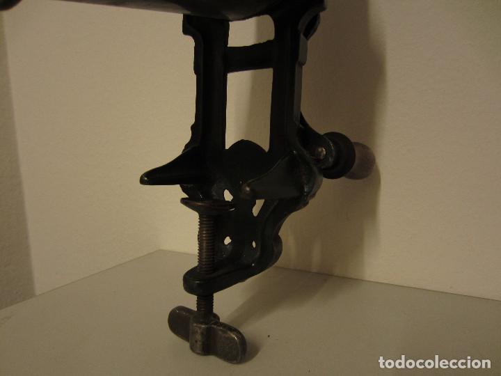 Antigüedades: RALLADOR DE PAN MARCA ELMA, AÑOS 40 - Foto 6 - 119046995