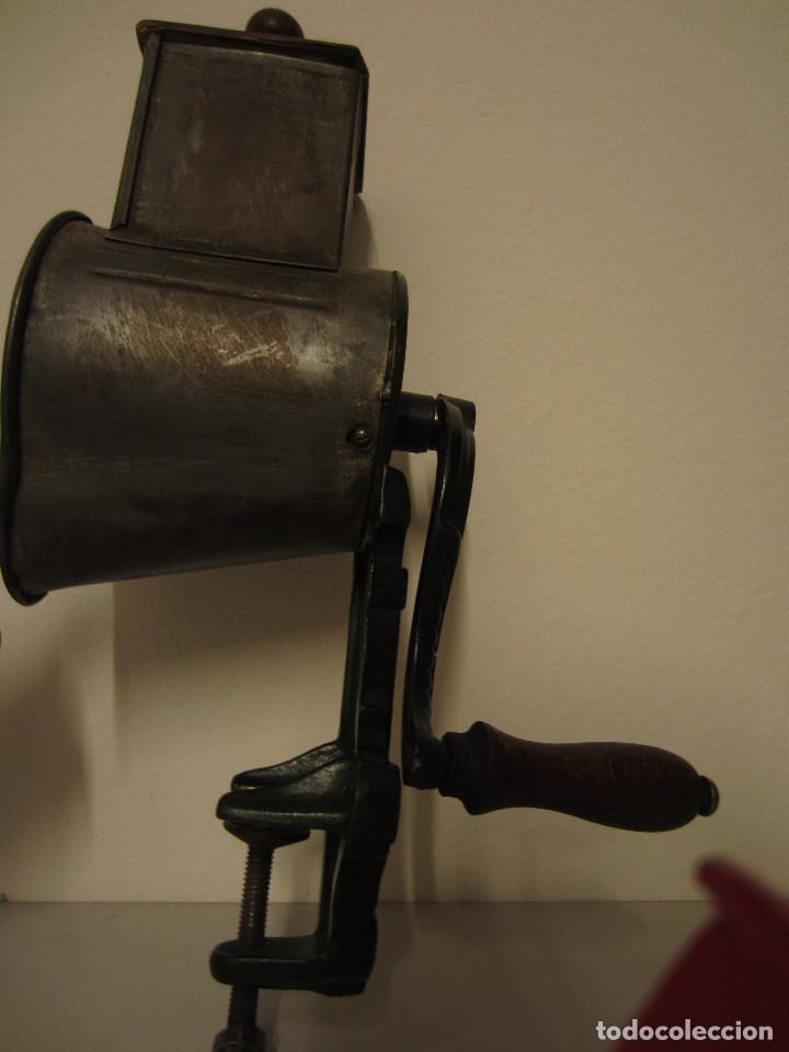 Antigüedades: RALLADOR DE PAN MARCA ELMA, AÑOS 40 - Foto 7 - 119046995