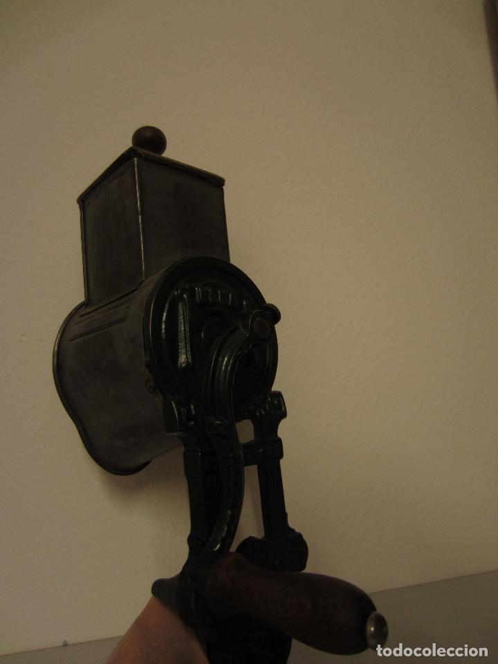 Antigüedades: RALLADOR DE PAN MARCA ELMA, AÑOS 40 - Foto 8 - 119046995