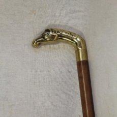 Antigüedades: BASTON DE MADERA CON CABEZA DE CABALLO EN BRONCE. Lote 119060991