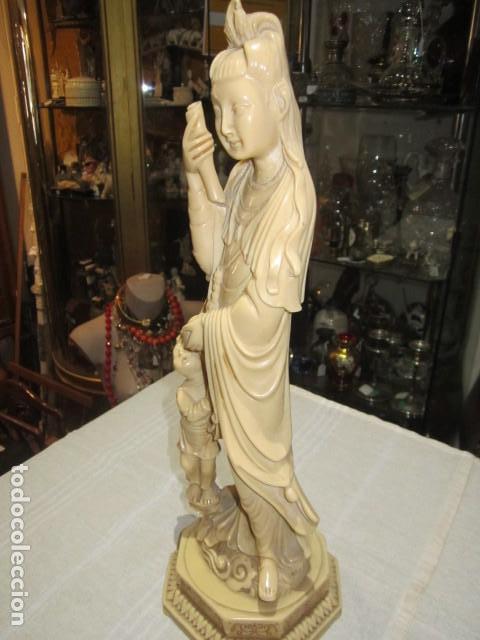 Antigüedades: Figura oriental de resina. 40 cms. altura x 14 cms. diámetro base. - Foto 5 - 119074755