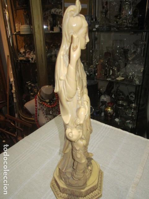 Antigüedades: Figura oriental de resina. 40 cms. altura x 14 cms. diámetro base. - Foto 7 - 119074755