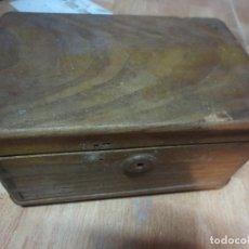 Antigüedades: PRECIOSA CAJA ANTIGUA PARA ANTIGUEDADES MADERA NOBLE JUNTAS COLA DE MILANO. Lote 119076043