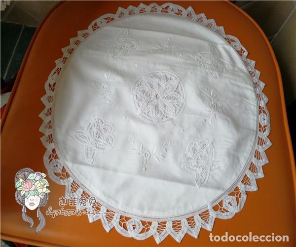 Antigüedades: Funda cojin, a mano de encajes de Brujas.40cm redondo. Blanco. Nuevo - Foto 2 - 119103851