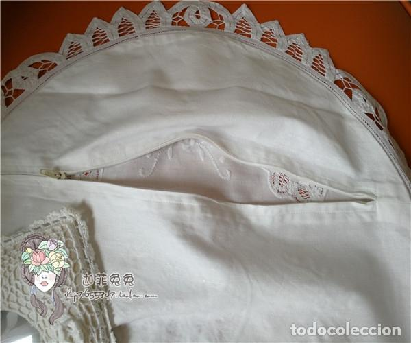 Antigüedades: Funda cojin, a mano de encajes de Brujas.40cm redondo. Blanco. Nuevo - Foto 4 - 119103851