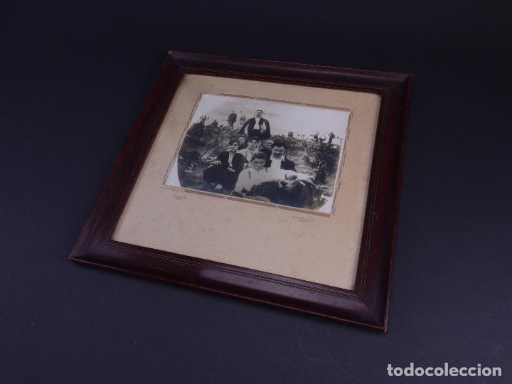 RETRATO GRUPO DE JOVENES DE ROMERIA CAMPESTRE, FOTO Y MARCO DE EPOCA (Antigüedades - Hogar y Decoración - Portafotos Antiguos)