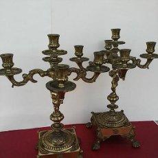 Antigüedades: PAREJA DE ANTIGUOS CANDELABROS METÁLICOS.. Lote 119108363