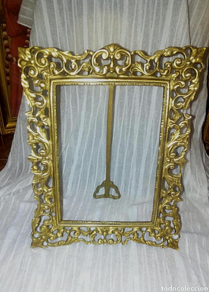 Antigüedades: Antiguo marco de bronce dorado. Modernista. Con bonitos y grabados. - Foto 5 - 119115012