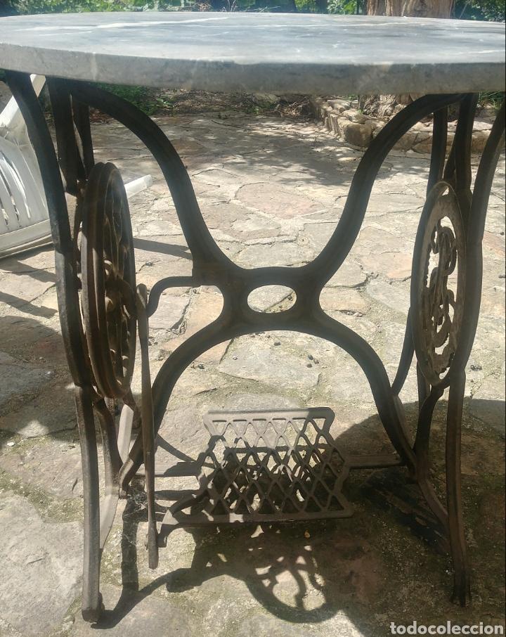 Antigüedades: Mesa de mármol y hierro fundido. - Foto 2 - 119121291