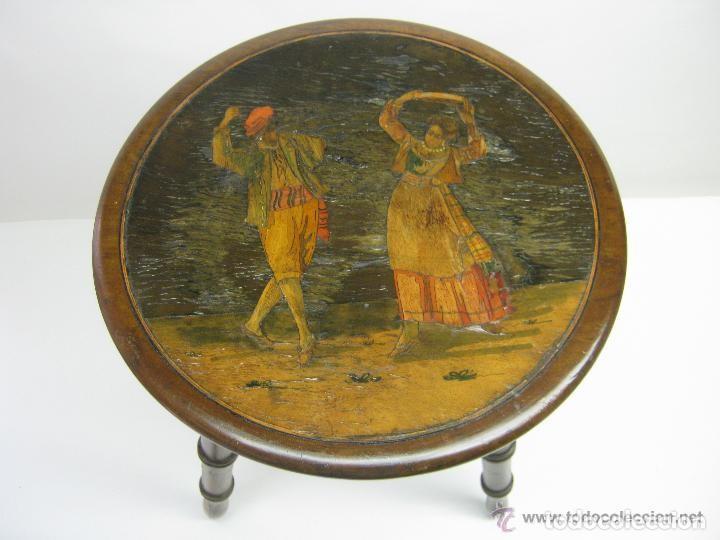 SIGLO XIX - PEQUEÑA MESA AUXILIAR - CAOBA MACIZA TARACEA MARQUETERIA EN MADERAS NOBLES - BAILE DANZA (Antigüedades - Muebles Antiguos - Auxiliares Antiguos)