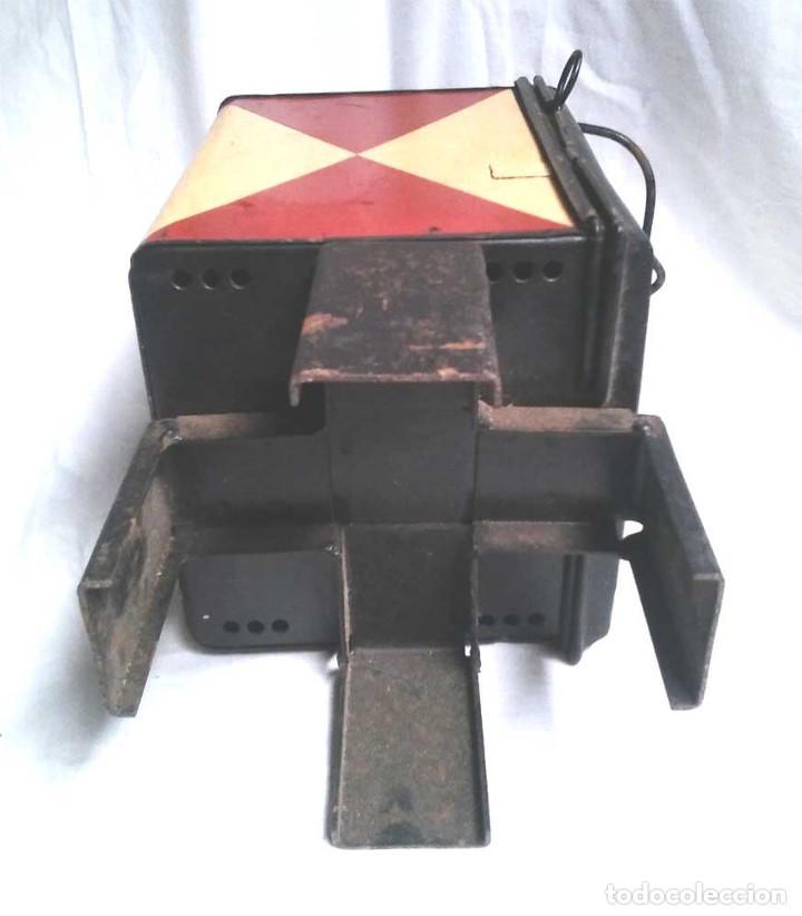 Antigüedades: Farol Final Comboy Estación Tren S XIX, plancha esmaltada marcado DB 79. Med. 20 x 20 x 47 cm - Foto 7 - 119164595
