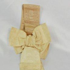 Antigüedades: 1321 LAZADA DE COMUNIÓN O DETALLE RELIGIOSO SEDA Y CANUTILLOS DE ORO PPS S XX. Lote 119169519
