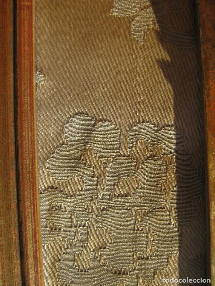 Antigüedades: CRISTO ENMARCADO EN MADERA PAN DE ORO Y TELA RASO 20 X 14 CMS - Foto 3 - 119176227