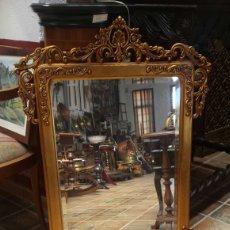 Antigüedades: MUY ANTIGUO ESPEJO DORADO DE MADERA PAN DE ORO BISELADO. Lote 119176382