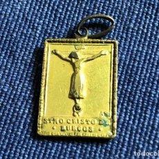 Antigüedades: PEQUEÑO COLGANTE METAL DORADO SANTÍSIMO CRISTO DE BURGOS CATEDRAL DE BURGOS MEDIADOS S XX. Lote 119183499