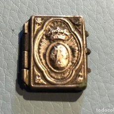Antigüedades: ANTIGUO ESCAPULARIO RELICARIO GUARDAPELO PLATA METAL PLATEADO AVE MARÍA INTERIOR ESTAMPAS RELIQUIAS . Lote 119185483