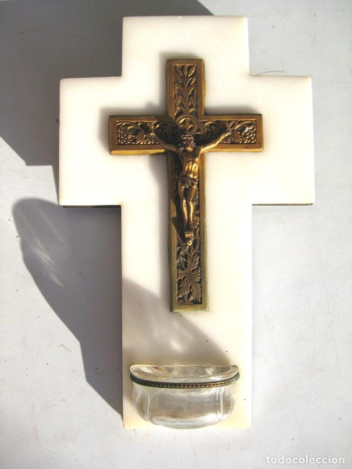 BENDITERA CRISTO DE BRONCE SOBRE MÁRMOL BLANCO PILA DE CRISTAL. PERFECTA (Antigüedades - Religiosas - Benditeras)