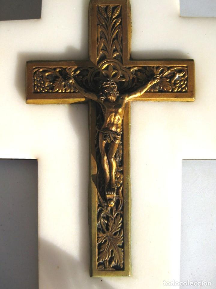 Antigüedades: BENDITERA CRISTO DE BRONCE SOBRE MÁRMOL BLANCO PILA DE CRISTAL. PERFECTA - Foto 2 - 119193651